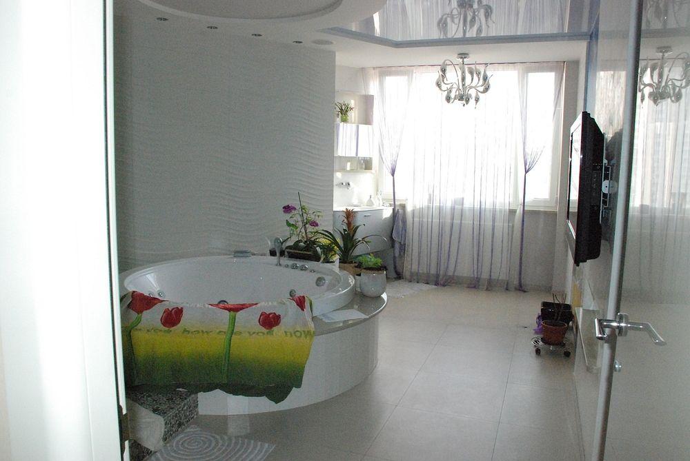 Дизайн ванной с цветами